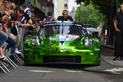 Автомобиль Porsche 911 RSR (№99) команды Proton Competition