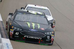 Kurt Busch, Stewart-Haas Racing, Ford Fusion Monster Energy / Haas Automation and Kevin Harvick, Stewart-Haas Racing, Ford Fusion Jimmy John's