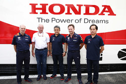 Adrian Newey, Chief Technical Officer, Red Bull Racing, Helmut Markko, Consultant, Red Bull Racing, Masashi Yamamoto, General Manager, Honda Motorsport, Christian Horner, teambaas Red Bull Racing, en Toyoharu Tanabe, technisch directeur Honda