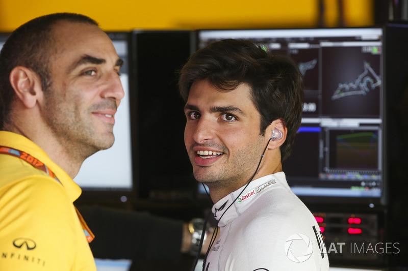 Cyril Abiteboul Director, Renault Sport F1 Team, Carlos Sainz Jr., Renault Sport F1 Team