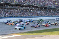 Кайл Ларсон, Chip Ganassi Racing Chevrolet, Тревор Бейн, Roush Fenway Racing Ford, Рики Стенхаус-мл.