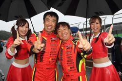 """チャンピオン獲得は""""暫定扱い""""となっている#8 ARN Ferrari 488GT3の永井宏明と佐々木孝太"""