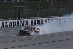 Erik Jones, Furniture Row Racing Toyota, nach Crash