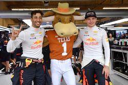Daniel Ricciardo, Red Bull Racing and Max Verstappen, Red Bull Racing with Longhorns mascot in the R