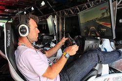 Mark Cavendish, Cyclist plays a simulator