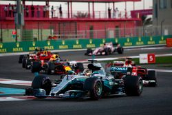 Lewis Hamilton, Mercedes AMG F1 W08, Sebastian Vettel, Ferrari SF70H, Daniel Ricciardo, Red Bull Rac