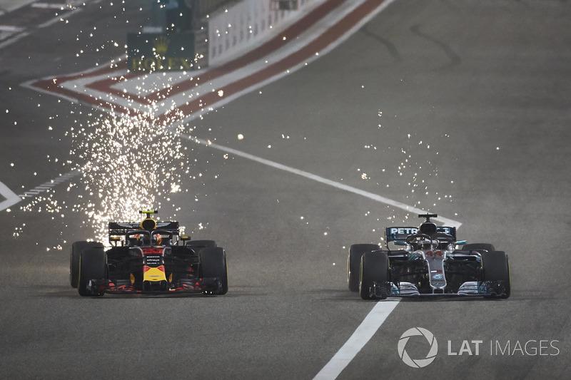 Макс Ферстаппен, Red Bull Racing RB14, и Льюис Хэмилтон, Mercedes AMG F1 W09