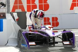 Alex Lynn, DS Virgin Racing, crashes into the wall during Practice 2