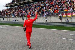 Sebastian Vettel, Ferrari, świętuje zdobycie pierwszego pola startowego