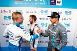Felix Rosenqvist, Mahindra Racing, serre la main de Sam Bird, DS Virgin Racing, Mitch Evans, Jaguar Racing