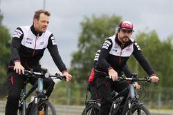 Alexander Wurz, Fernando Alonso, Toyota Gazoo Racing bike the track