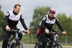 Alexander Wurz, Fernando Alonso, Toyota Gazoo Racing bike the track