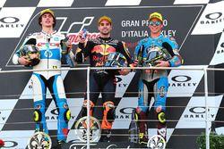 Sur le podium : le vainqueur, Miguel Oliveira, Red Bull KTM Ajo Moto2, le deuxième, Lorenzo Baldassarri, Pons HP40 Miguel Oliveira, le troisième, Joan Mir, Marc VDS Moto2