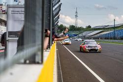Yarış galibi Rob Huff, Sébastien Loeb Racing Volkswagen Golf GTI TCR