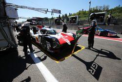 #8 Toyota Gazoo Racing Toyota TS050: Sébastien Buemi, Kazuki Nakajima, Fernando Alonso , in de pits