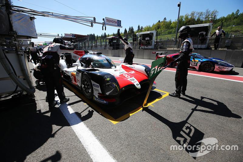 #8 Toyota Gazoo Racing Toyota TS050: Sébastien Buemi, Kazuki Nakajima, Fernando Alonso , in the pits