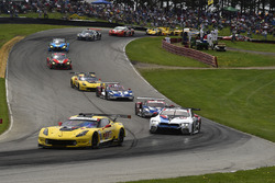 #3 Corvette Racing Chevrolet Corvette C7.R, GTLM: Antonio Garcia, Jan Magnussen, #24 BMW Team RLL BMW M8, GTLM: John Edwards, Jesse Krohn,start