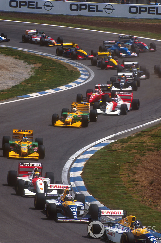 Damon Hill Williams FW15C Renault, Alain Prost, Williams FW15C Renault's, Ayrton Senna, McLaren MP4/8 Ford, Michael Schumacher, Benetton B193B Ford, Riccardo Patrese, Benetton B193B Ford, Michael Andretti, McLaren MP4/8 Ford ve Jean Alesi, Ferrari F93A startta