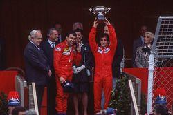 Podyum: Yarış galibi Alain Prost, McLaren, 2. Michele Alboreto, Ferrari