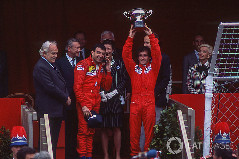 Podio: ganador de la carrera Alain Prost, McLaren, segundo lugar Michele Alboreto, Ferrari