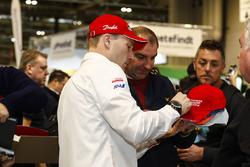 Jari-Matti Latvala, Toyota Racing zet handtekeningen