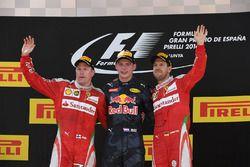 Podio: ganador de la carrera Max Verstappen, Red Bull Racing, segundo lugar Kimi Raikkonen, Ferrari, tercer puesto Sebastian Vettel, Ferrari