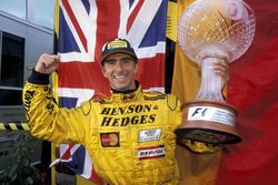 Race winner Damon Hill, Jordan