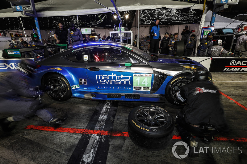 #14 3GT Racing Lexus RCF GT3, GTD: Dominik Baumann, Kyle Marcelli, Bruno Junqueira, Philipp Frommenwiler, pit stop