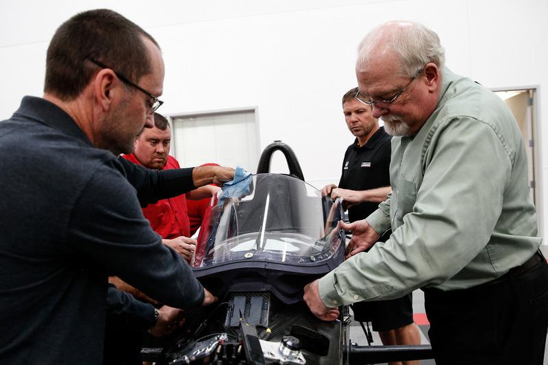 Прототип системы «аэроскрин» для IndyCar