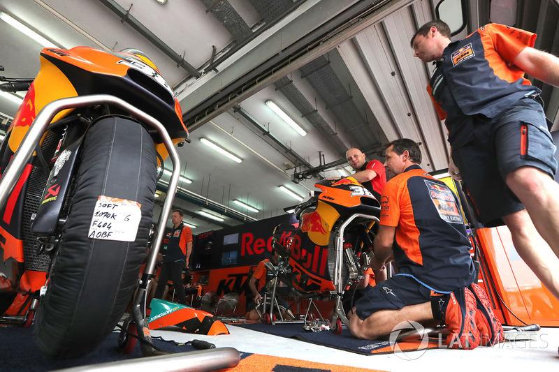 Red Bull KTM Factory Racing team members