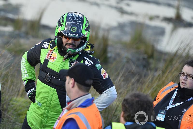 Marshals and Yazeed Al Rajhi, Yazeed Racing Ford Fiesta RS WRC