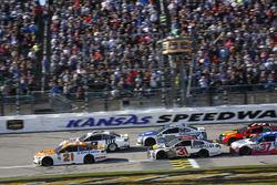 Ryan Blaney, Wood Brothers Racing Ford and Brad Keselowski, Team Penske, Ford Fusion