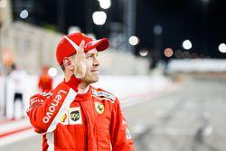 Sebastian Vettel, Ferrari, festeggia la pole dopo le Qualifiche