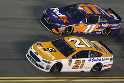 Paul Menard, Wood Brothers Racing Ford Fusion, Denny Hamlin, Joe Gibbs Racing Toyota