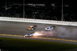 Crash: David Gilliland, RBR Enterprises Ford Fusion