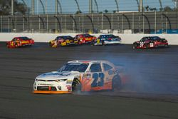 Spencer Gallagher, GMS Racing, Allegiant Chevrolet Camaro va in testacoda sul rettilineo opposto a quello d'arrivo