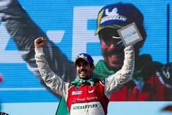 Lucas di Grassi, Audi Sport ABT Schaeffler, celebra.