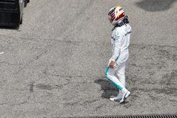Lewis Hamilton, Mercedes-AMG F1 walks in during qualifying