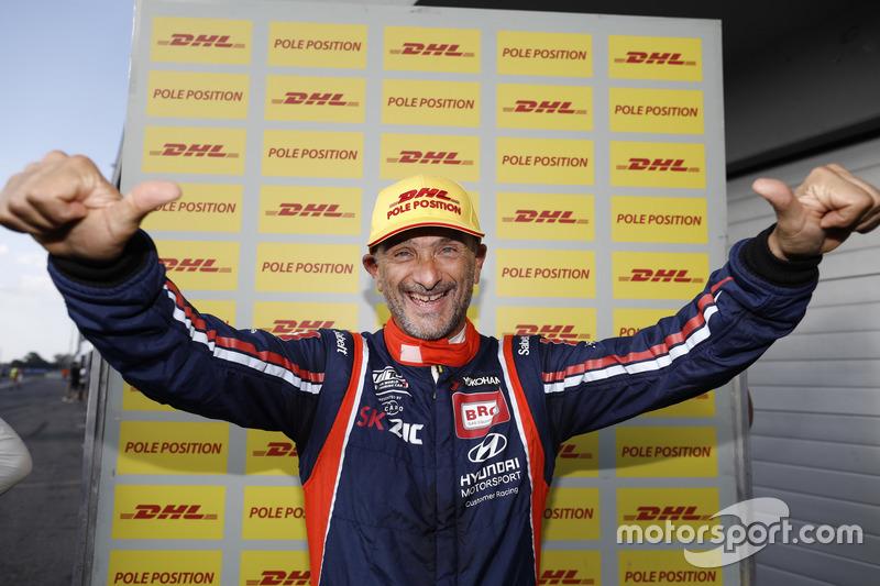 Pole position for Gabriele Tarquini, BRC Racing Team Hyundai i30 N TCR
