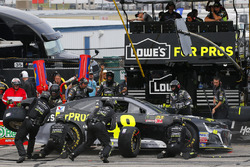 Jimmie Johnson, Hendrick Motorsports, Chevrolet Camaro Lowe's for Pros pit stop