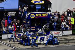 Chase Elliott, Hendrick Motorsports, Chevrolet Camaro NAPA Auto Parts makes a pit stop, Sunoco