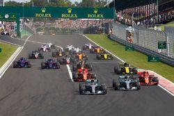 Lewis Hamilton, Mercedes AMG F1 W09, Valtteri Bottas, Mercedes AMG F1 W09, Kimi Raikkonen, Ferrari SF71H, Sebastian Vettel, Ferrari SF71H, Nico Hulkenberg, Renault Sport F1 Team R.S. 18, Pierre Gasly, Toro Rosso STR13, Brendon Hartley, Toro Rosso STR13, al inicio de la carrera
