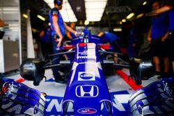 Engineers met Brendon Hartley, Toro Rosso STR13