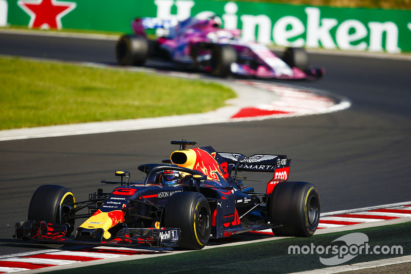 Daniel Ricciardo, Red Bull Racing RB14, Sergio Perez, Force India VJM11