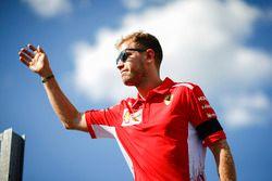 Sebastian Vettel, Ferrari con fanss Andy Hone