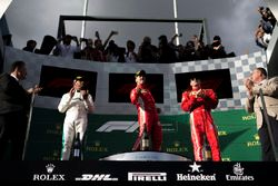 Podyum: 2. sıra Lewis Hamilton, Mercedes AMG F1, yarış galibi Sebastian Vettel, Ferrari, 3. sıra Kimi Raikkonen, Ferrari