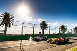 Шарль Леклер, Alfa Romeo Sauber C37, и Стоффель Вандорн, McLaren MCL33