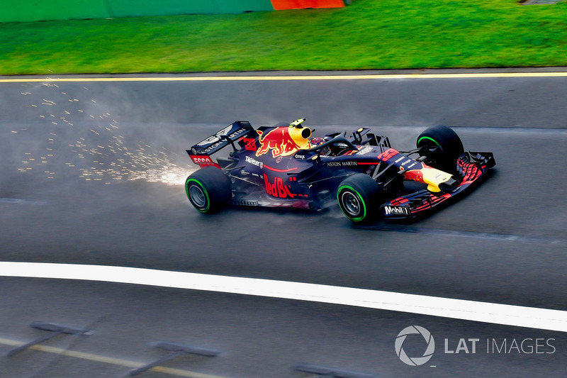 Max Verstappen, Red Bull Racing RB14 sparks