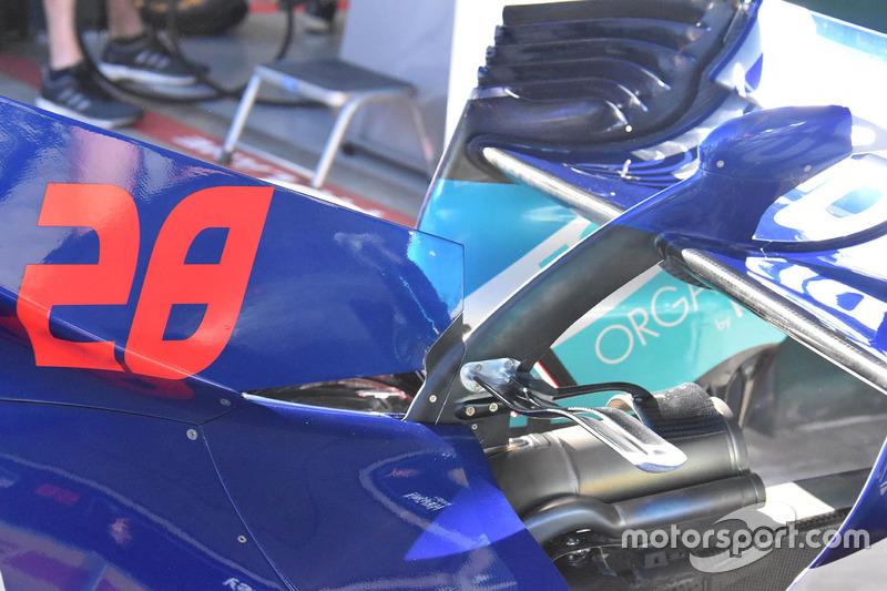 Detalle de la carrocería trasera Toro Rosso STR13