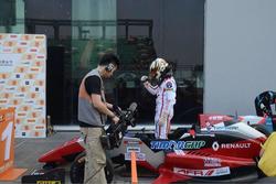 Pemenang Race 2, Perdana Minang